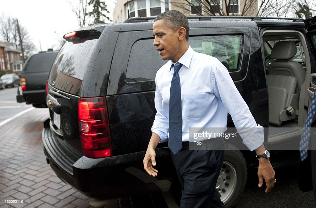 U.S. President Barack Obama gets out of his SUV as he stops for pizza at Del Ray Pizzaria on December 21, 2011 in Alexandria, Virginia. President Obama called on House Speaker Rep. John A. Boehner (R-OH) on to urge him again to allow a vote on a Senate-passed measure that would extend a payroll tax holiday for two months.