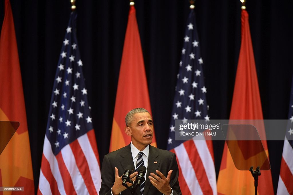 US President Barack Obama gives a speech at the National Convention Center in Hanoi on May 24, 2016. Obama, currently on a visit to Vietnam, met with civil society leaders including some of the country's long-harassed critics on May 24. / AFP / POOL / HOANG