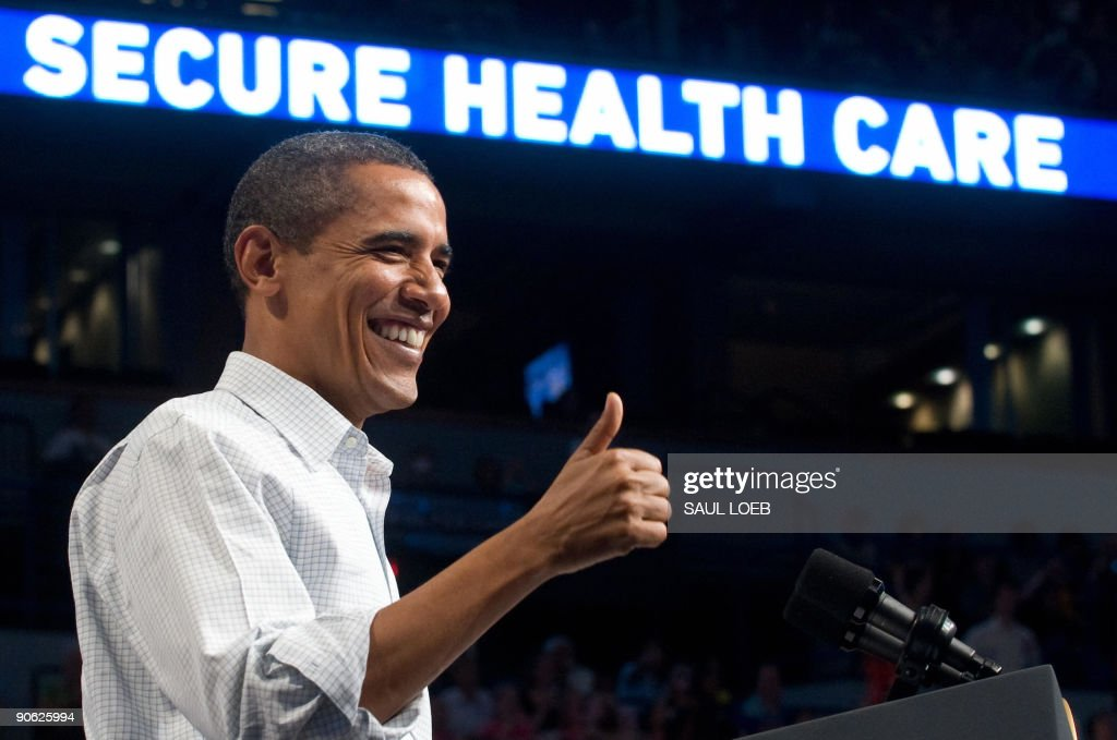 US President Barack Obama gives a thumbs up as he speaks about healthcare reform during a rally at the Target Center in Minneapolis, Minnesota, September 12, 2009. AFP PHOTO / Saul LOEB