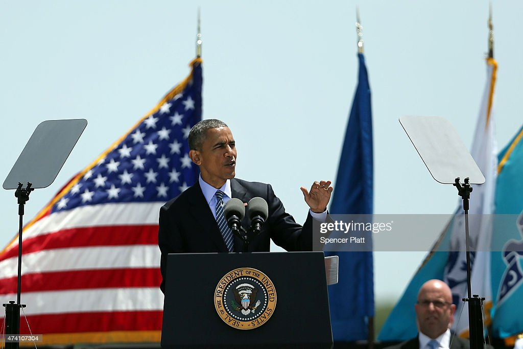 S President Barack Obama gives the keynote address at commencement exercises at the US Coast Guard Academy on May 20 2015 in New London Connecticut...