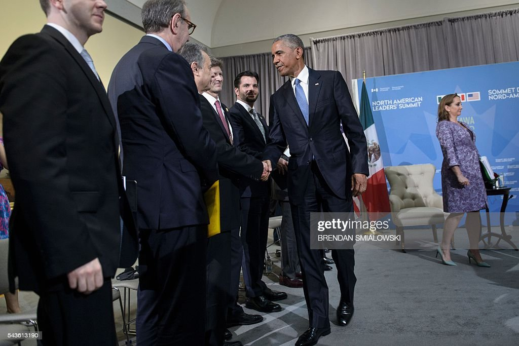 US President Barack Obama greets staff after a meeting with Mexican President Enrique Pena Nieto during the North American Leaders Summit at the National Gallery of Canada June 29, 2016 in Ottawa, Ontario. / AFP / Brendan Smialowski