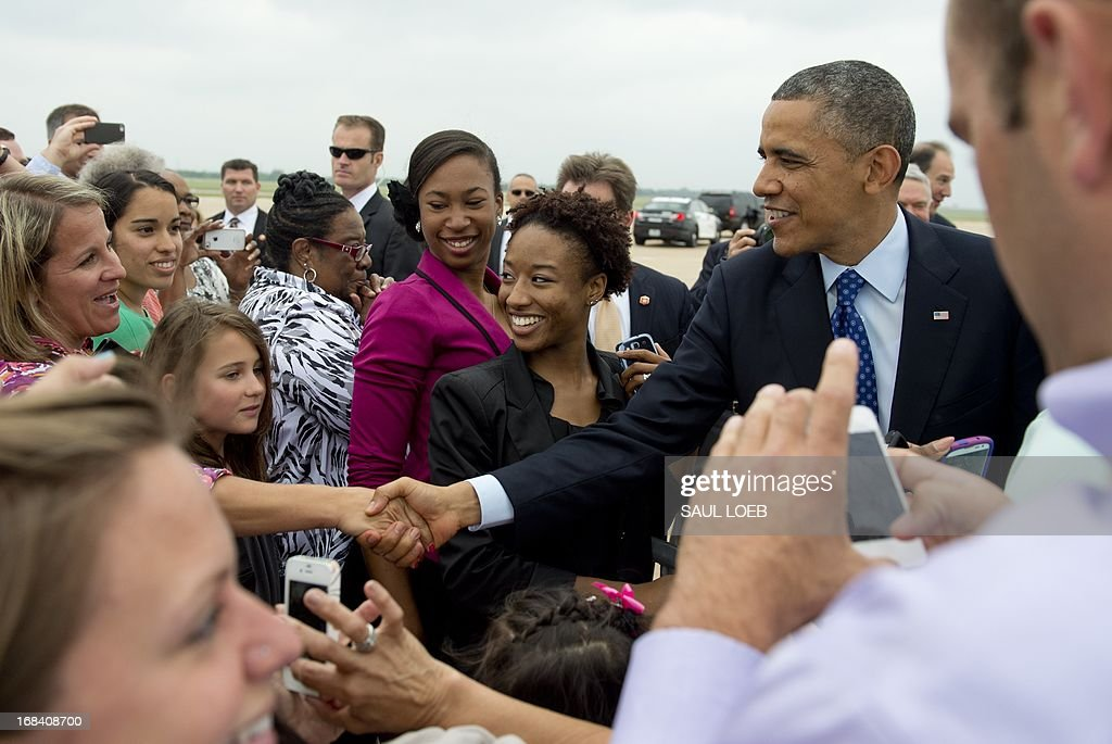 US President Barack Obama greets wellwishers after arriving on Air Force One at Austin-Bergstrom International Airport in Austin, Texas, May 9, 2013. Obama will speak on the economy and job creation. AFP PHOTO / Saul LOEB