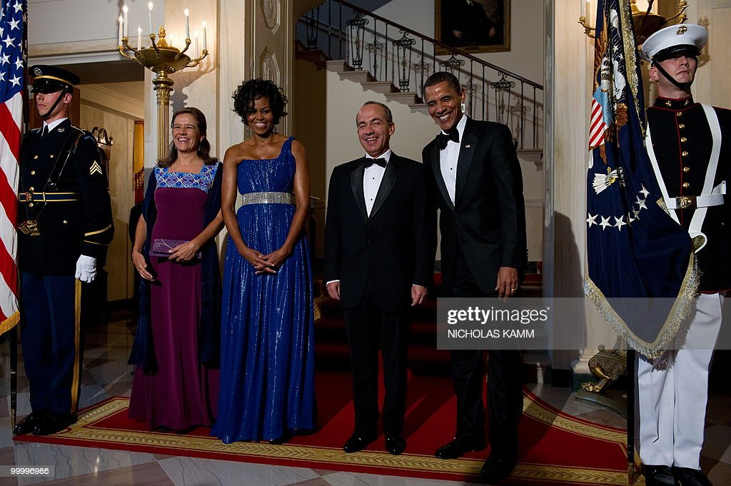 US President Barack Obama, his wife Michelle Obama, Mexican President Felipe Calderon and his wife Margarita Zavala arrive to pose for pictures at the White House before a state dinner in Washington on May 19, 2010. AFP PHOTO/Nicholas KAMM