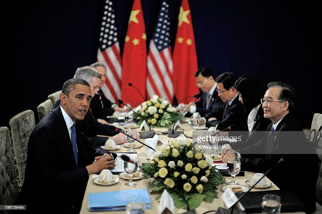 US President Barack Obama (L) holds a bilateral meeting with Chinese Premier Wen Jiabao (R) on the sidelines of the East Asian Summit at the Peace Palace in Phnom Penh on November 20, 2012. During the two-day East Asia Summit in Phnom Penh, Obama was scheduled to hold talks with the leaders of the 10-member Association of Southeast Asian Nations (ASEAN) along with Chinese Premier Wen Jiabao and Japan's Yoshihiko Noda. AFP PHOTO / Jewel Samad