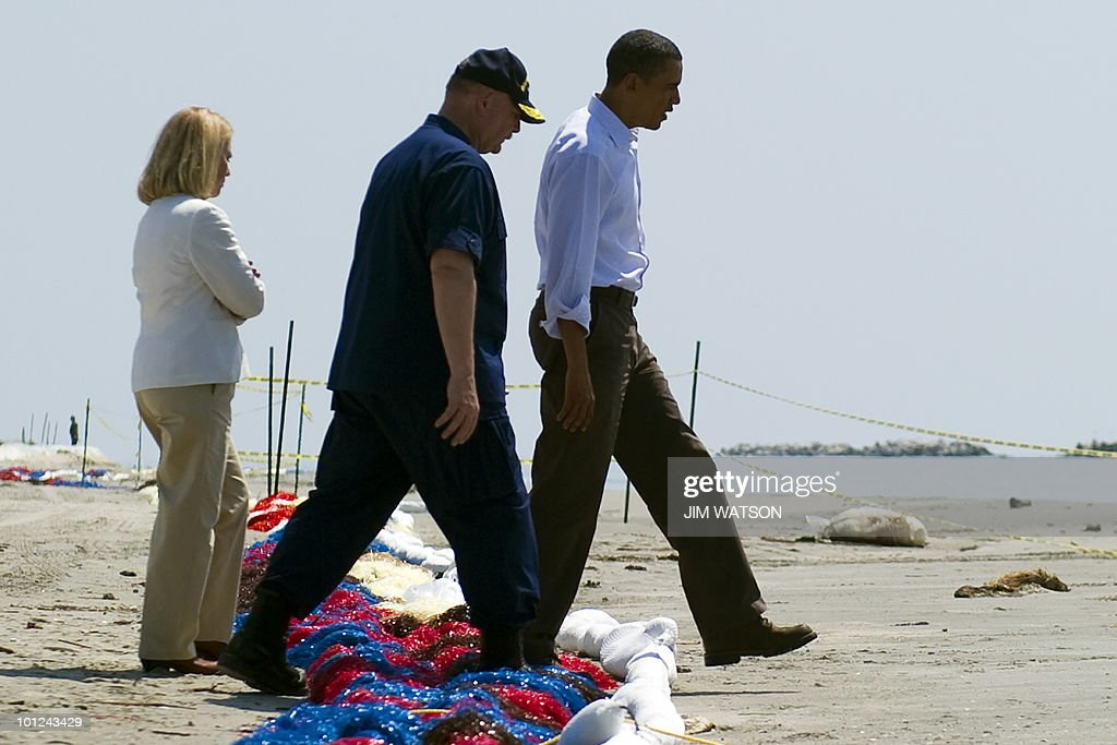 US President Barack Obama (R), Incident Commander Admiral Thad Allen (C) and LaFourche Parish President Charlotte Randolf step over boom as they tour Port Fourchon Beach, LA, May 28, 2010 before a briefing on the federal government's response to the Gulf Coast oil spill. AFP PHOTO/Jim WATSON
