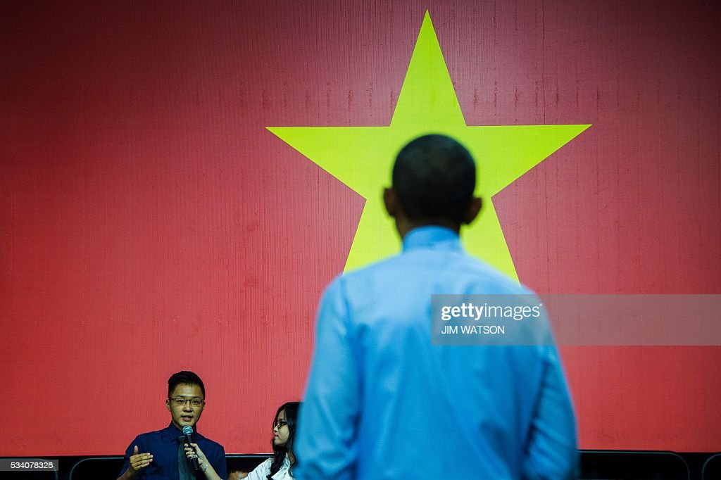 US President Barack Obama is asked a question by a member of the audience as he speaks at the Young Southeast Asian Leaders Initiative town hall event in Ho Chi Minh City on May 25, 2016. Obama urged communist Vietnam on May 24 to abandon authoritarianism, saying basic human rights would not jeopardise its stability, after Hanoi barred several dissidents from meeting the US leader. / AFP / JIM