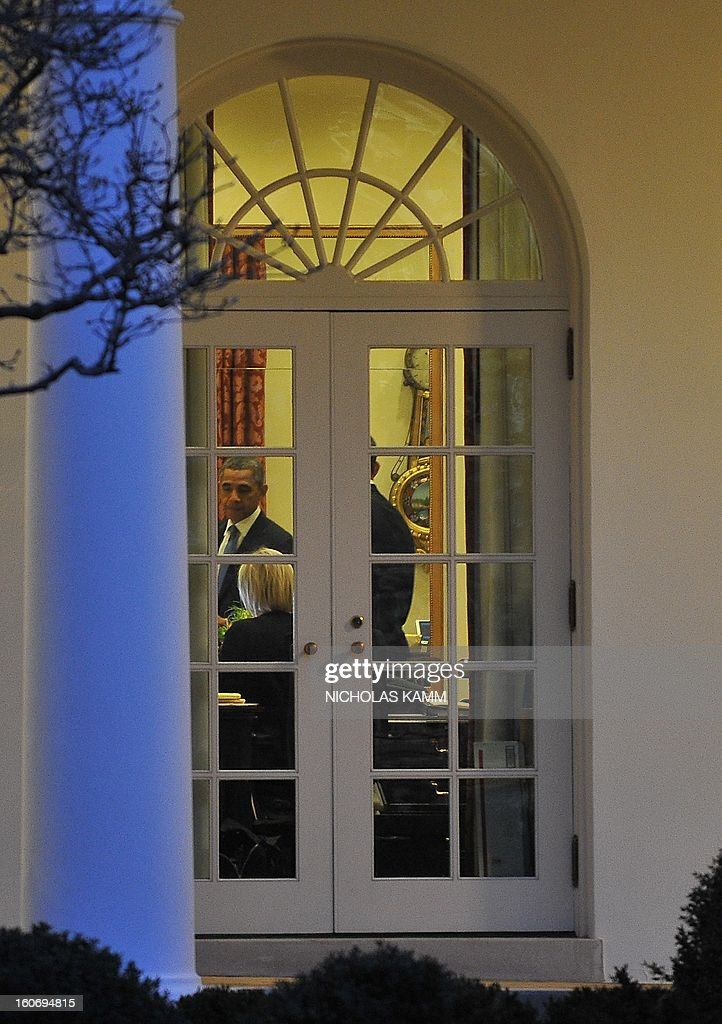 US President Barack Obama is seen in the Oval Office after his return to the White House in Washington on February 4, 2013. Obama travels to Minneapolis to tout his gun control proposals. AFP PHOTO/Nicholas KAMM