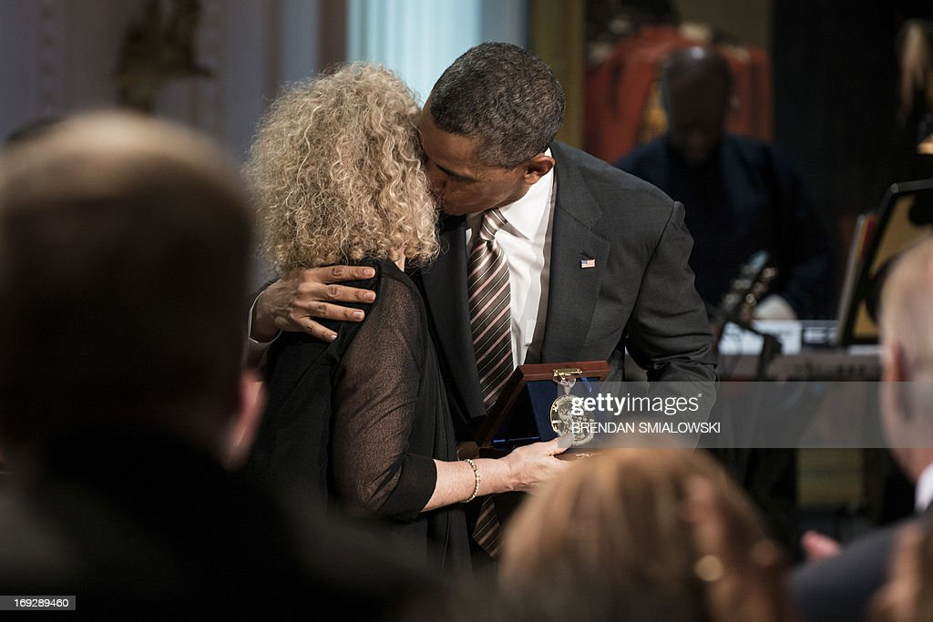 US President Barack Obama kisses singer and song writer Carole King after presenting her the Gershwin Prize for Popular Song during the Gershwin Prize Concert in the East Room of the White House May 22, 2013 in Washington, DC. The Obamas hosted the performance to honor singer and song writer Carole King's Gershwin Prize. AFP PHOTO/Brendan SMIALOWSKI