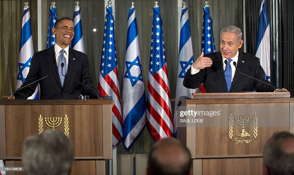 US President Barack Obama (L) laughs alongside Israeli Prime Minister Benjamin Netanyahu (R) during a joint press conference at the Prime Minister's Residence in Jerusalem, March 20, 2013, on the first day of Obama's three day trip to Israel and the Palestinian Territories. AFP PHOTO / Saul LOEB