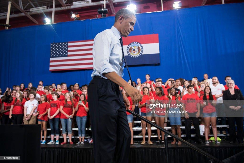 US President Barack Obama leaves after speaking at University of Central Missouri July 24, 2013 in Missouri. Obama traveled to Illinois and Missouri to speak about the economy. AFP PHOTO/Brendan SMIALOWSKI