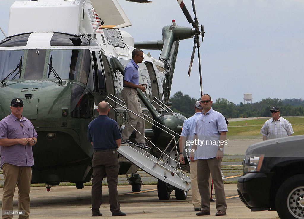 U.S. President <a gi-track='captionPersonalityLinkClicked' href=/galleries/search?phrase=Barack+Obama&family=editorial&specificpeople=203260 ng-click='$event.stopPropagation()'>Barack Obama</a> leaves Marine One and walks to the presidential limousine at Davison Air Base, July 20, 2014 in Fort Belvoir, Virginia. Obama is in the area to play golf on