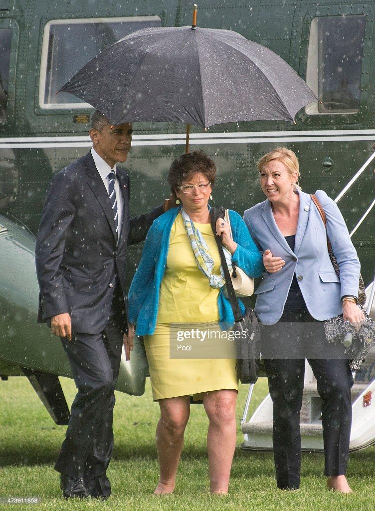 S President Barack Obama left holds the umbrella for Valerie Jarrett Senior Advisor to the President and Assistant to the President for Public...