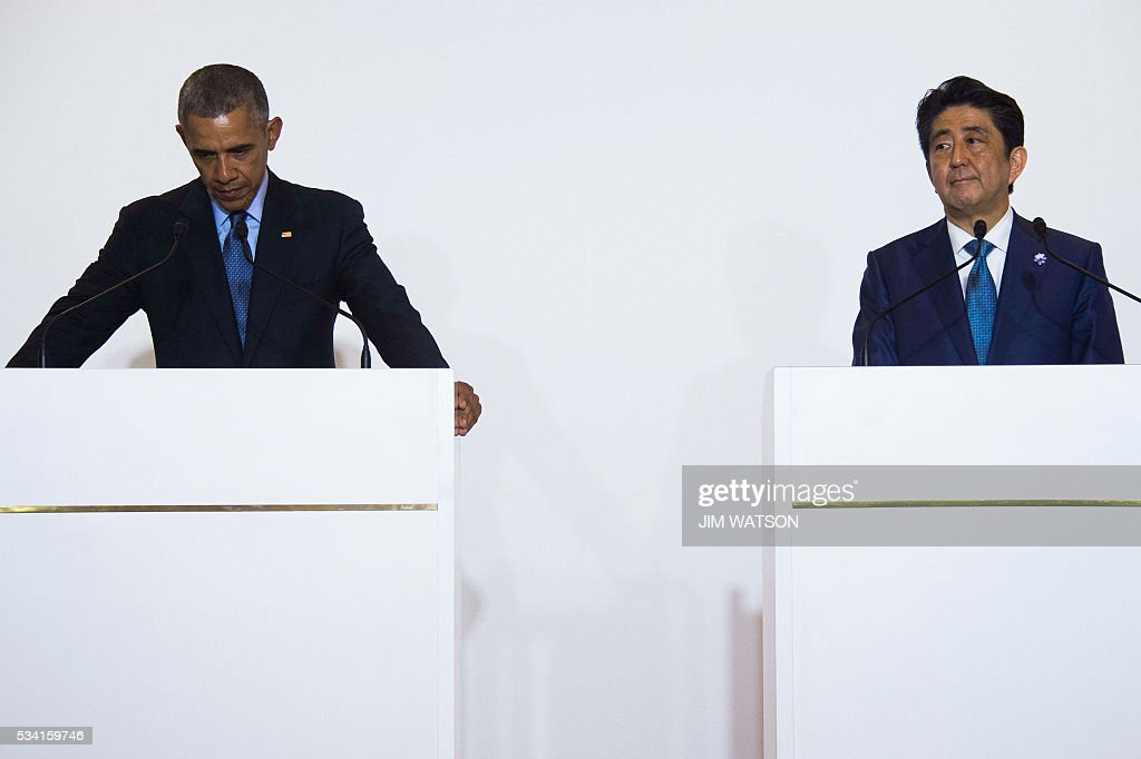 US President Barack Obama(L) looks on as he holds a bilateral meeting with Japanese Prime Minister Shinzo Abe during the Group of Seven (G7) summit meetings in Shima on May 25, 2016. / AFP / JIM