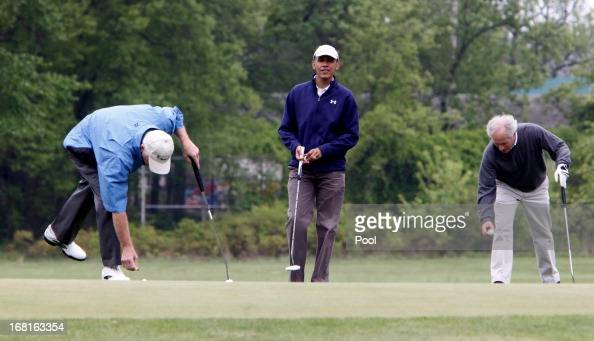 US President Barack Obama looks on as US Sen Bob Corker and US Sen Saxby Chambliss mark their balls May 6 2013 at Joint Base Andrews Maryland Obama...