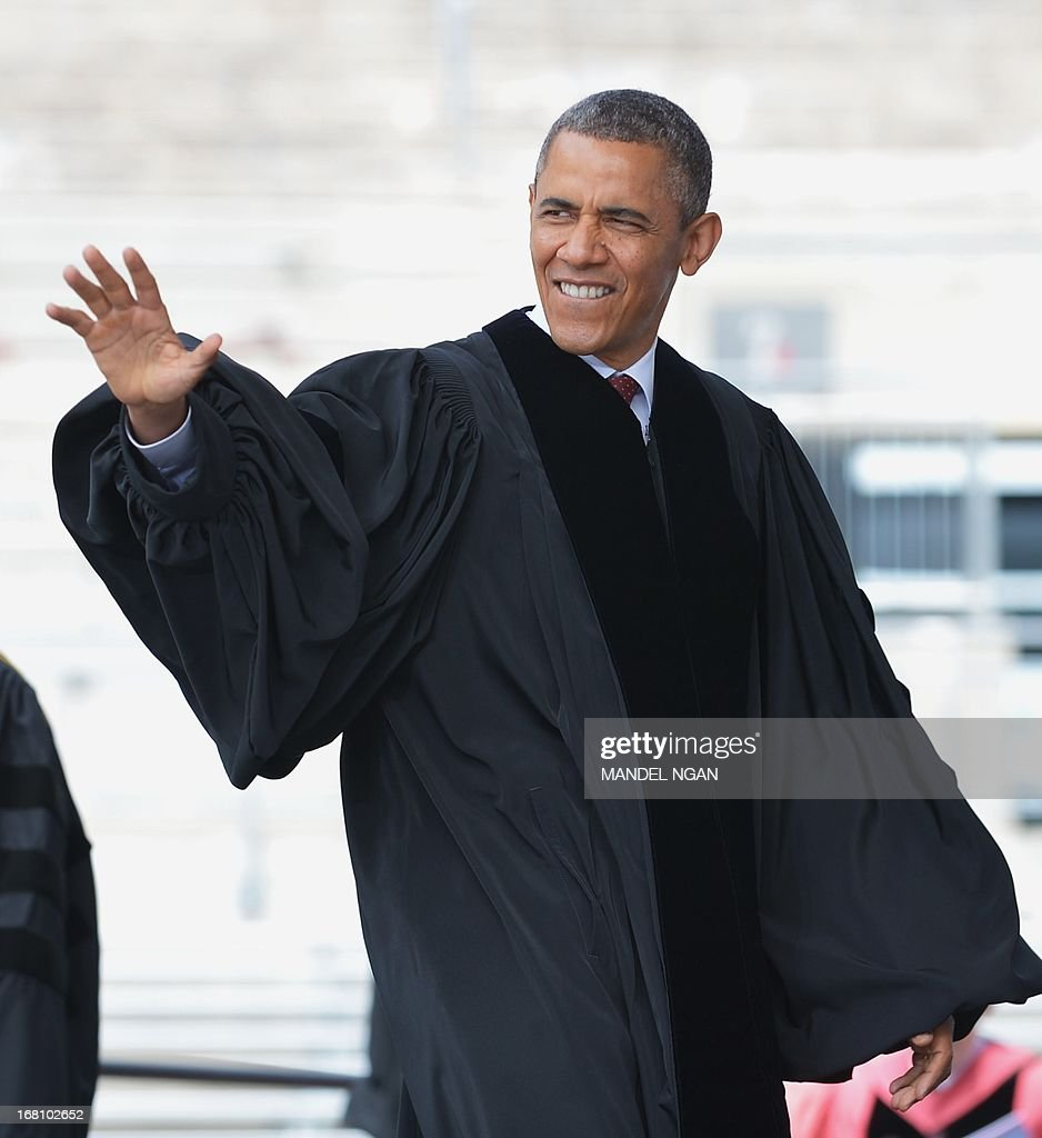 US President Barack Obama makes his way onto the stage to attend the commencement ceremony at Ohio State University on May 5, 2013 in Columbus, Ohio. AFP PHOTO/Mandel NGAN