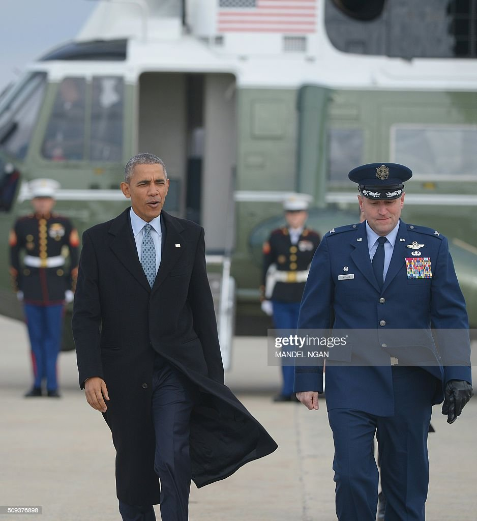 US President Barack Obama makes his way to board Air Force One upon departure from Andrews Air Force Base in Maryland on February 10, 2016. President Obama is en route to Springfield, Illinois where his White House journey began, to sell progress made in office and address one of the great failings of his presidency. / AFP / Mandel Ngan