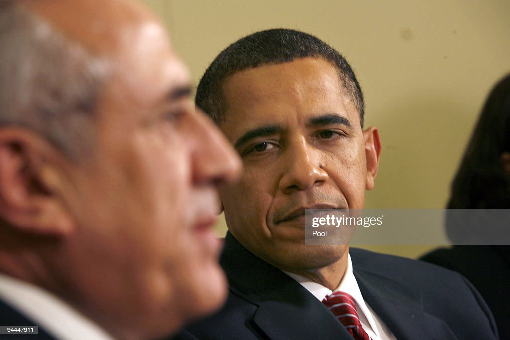 U.S. President <a gi-track='captionPersonalityLinkClicked' href=/galleries/search?phrase=Barack+Obama&family=editorial&specificpeople=203260 ng-click='$event.stopPropagation()'>Barack Obama</a> (R) meets with Lebanese President <a gi-track='captionPersonalityLinkClicked' href=/galleries/search?phrase=Michel+Sleiman&family=editorial&specificpeople=2069358 ng-click='$event.stopPropagation()'>Michel Sleiman</a> in the Oval Office of the White House December 14, 2009 in Washington, DC. President Obama and President Sleiman discussed a range of bilateral issues, including military aid to the Lebanese government.