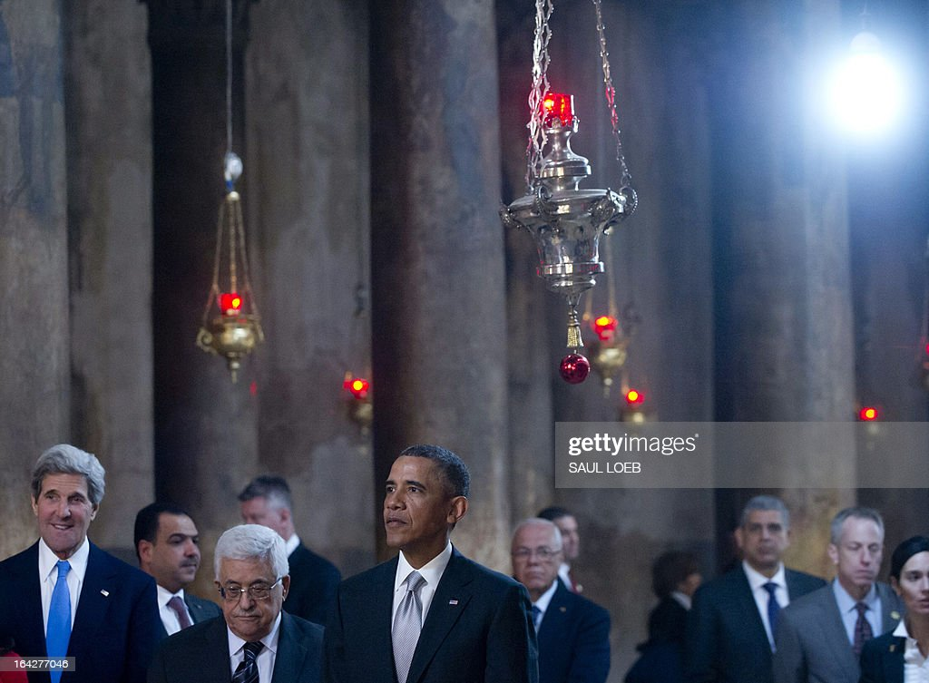US President Barack Obama (C), Palestinian president Mahmud Abbas (C-L) and US Secretary of State John Kerry (L), tour the Church of the Nativity, built on the site where tradition says Jesus was born, in the West Bank city of Bethlehem, on March 22, 2013, on the final day of Obama's 3-day trip to Israel and the Palestinian territories. AFP PHOTO / Saul LOEB