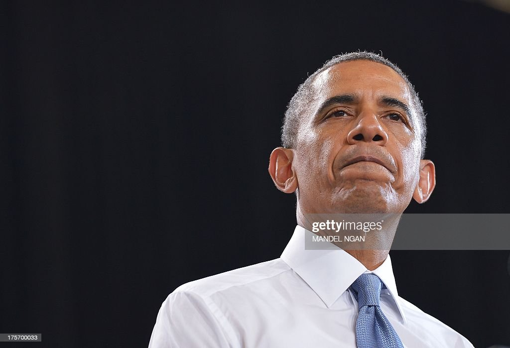 US President Barack Obama pauses as he speaks on home ownership for the middle class at Desert Vista High School on August 6, 2013 in Phoenix, Arizona. AFP PHOTO/Mandel NGAN