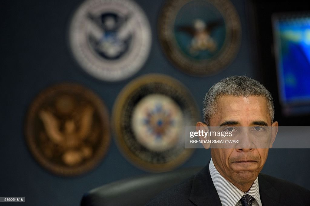 US President Barack Obama pauses while he makes a statement to the press about the hurricane season at the Federal Emergency Management Agency (FEMA) on May 31, 2016 in Washington, DC. / AFP / Brendan Smialowski