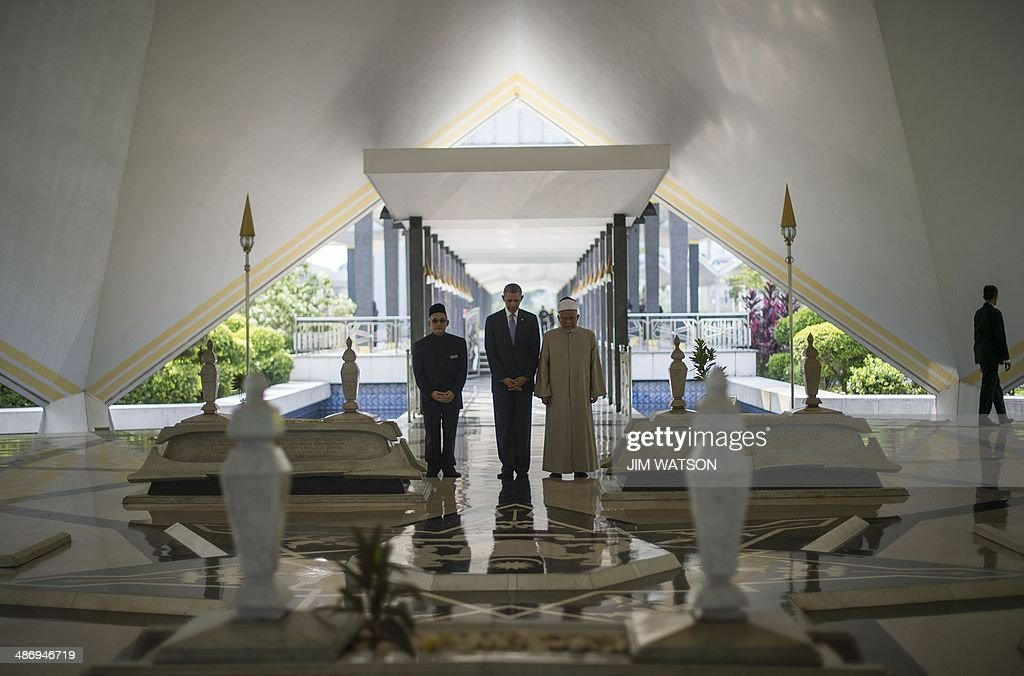 US President Barack Obama pays his respects in the Warrior Mausoleum during a tour with the Grand Imam and Abdul Rashid Bin Md Isa at the National...