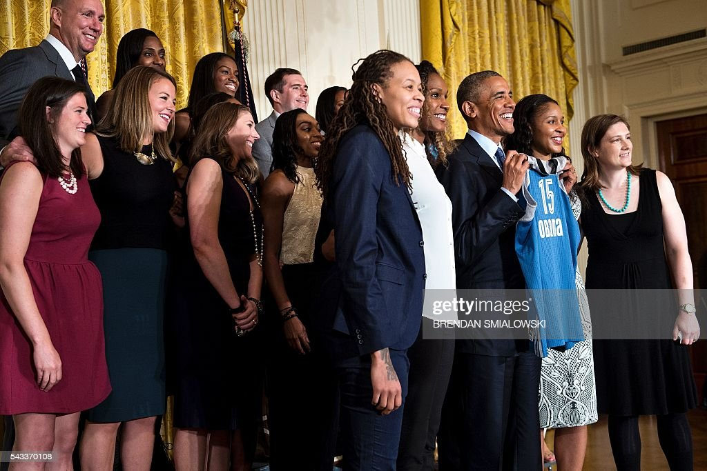 US President Barack Obama poses during an event to celebrate the 2015 WNBA Champions, Minnesota Lynx, in the East Room of the White House June 27, 2016 in Washington, DC. / AFP / Brendan Smialowski