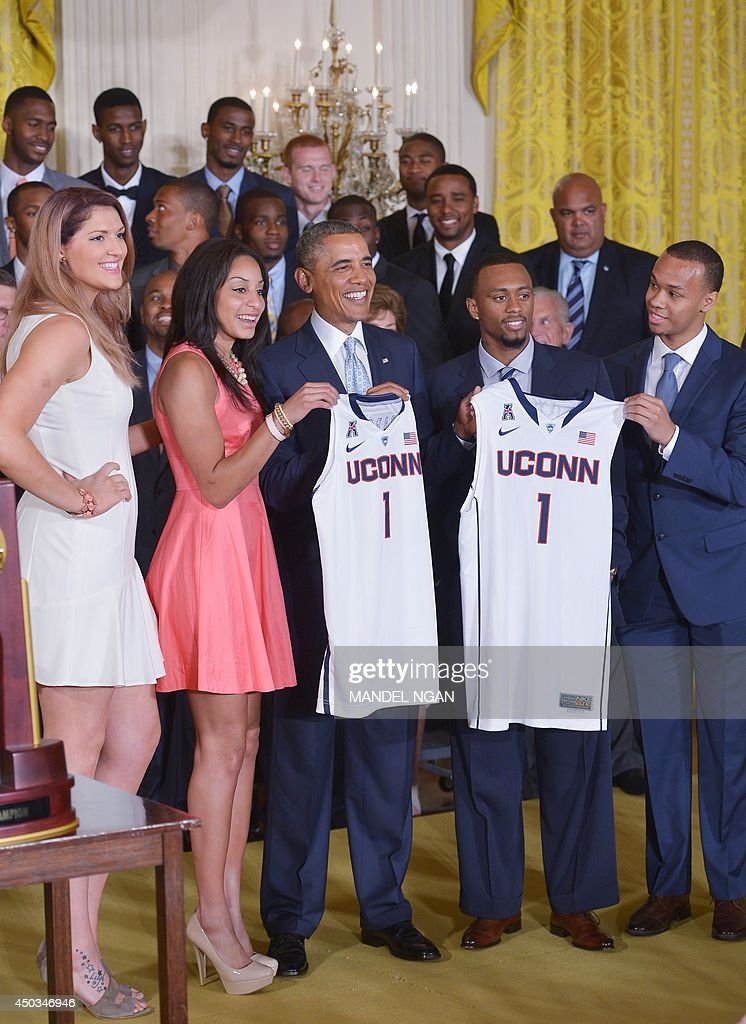 US President Barack Obama (C) poses with Stefanie Dolson (L) and Bria Hartley (2nd L) of the UConn women's Huskies and Ryan Boatright (2nd R) and Shabazz Napier (R) of the UConn men's Huskies during an event in honor of the NCAA 2014 Champions, the UConn Huskies Mens and Womens Basketball teams in the East Room of the White House June 9, 2014 in Washington, DC. AFP PHOTO/Mandel NGAN