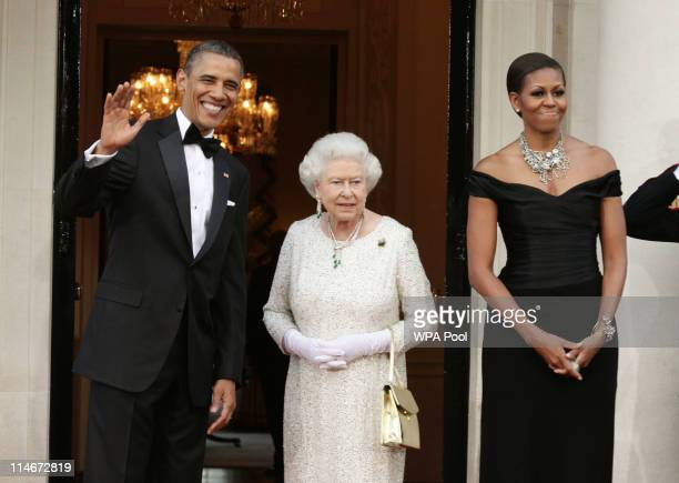 US President Barack Obama Queen Elizabeth II and First Lady Michelle Obama arrive at Winfield House the residence of the Ambassador of the United...