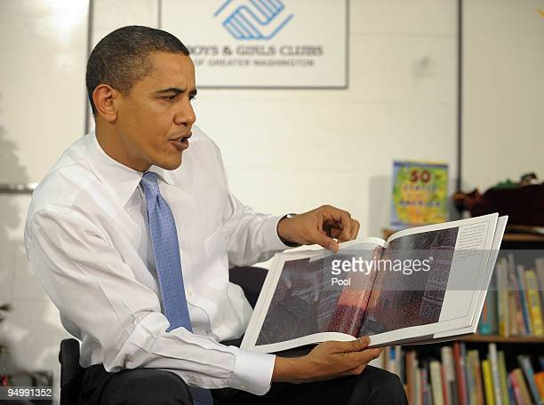 US President Barack Obama reads the 'Polar Express' to children at the Boys and Girls Club of Washington on December 21 2009 in Washington DC Obama...
