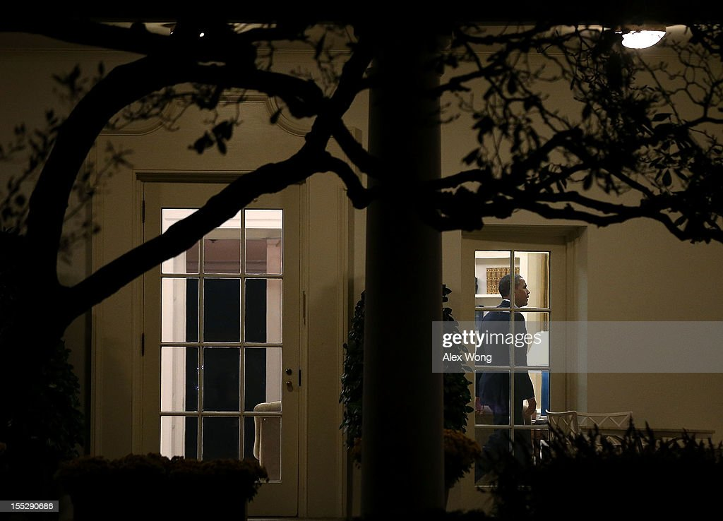 us president barack obama returns to the oval office after he landed at the white house barack obama enters oval