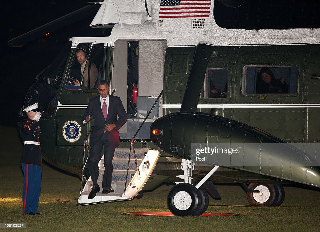 U.S. President <a gi-track='captionPersonalityLinkClicked' href=/galleries/search?phrase=Barack+Obama&family=editorial&specificpeople=203260 ng-click='$event.stopPropagation()'>Barack Obama</a> returns to the South Lawn of the White House December 10, 2012 in Washington, DC. Obama was traveled to the Daimler Detroit Diesel engine plant in Michigan to promote his solution for the 'fiscal cliff.'