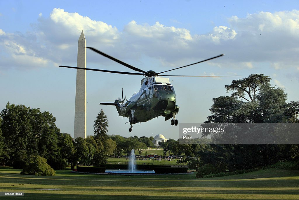 U.S. President <a gi-track='captionPersonalityLinkClicked' href=/galleries/search?phrase=Barack+Obama&family=editorial&specificpeople=203260 ng-click='$event.stopPropagation()'>Barack Obama</a> returns to the White House aboard Marine One on August 29, 2012 in Washington, D.C. Obama continued to campaign for his re-election on the second and last day of his college tour through Iowa and Virginia.