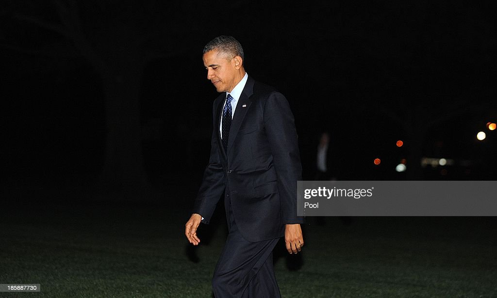 U.S. President Barack Obama returns to the White House October 25, 2013 in Washington, DC.The President traveled to New York to attend two fund-raising events.