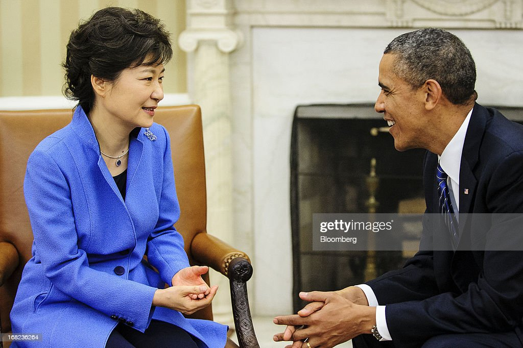 U.S. President Barack Obama, right, meets with Park Geun Hye, president of South Korea, in the Oval office of the White House in Washington, D.C., U.S., on Tuesday, May 7, 2013. Obama and Park are seeking to demonstrate a solid front in the face of threats from North Korea and broader tensions in the region. Photographer: Pete Marovich/Bloomberg via Getty Images