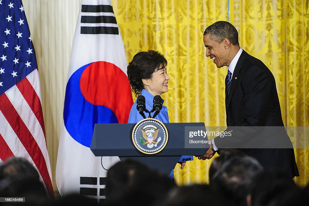 U.S. President Barack Obama, right, shakes hands with Park Geun Hye, president of South Korea, after a press conference in the East Room of the White House in Washington, D.C., U.S., on Tuesday, May 7, 2013. Obama and Park are seeking to demonstrate a solid front in the face of threats from North Korea and broader tensions in the region. Photographer: Pete Marovich/Bloomberg via Getty Images