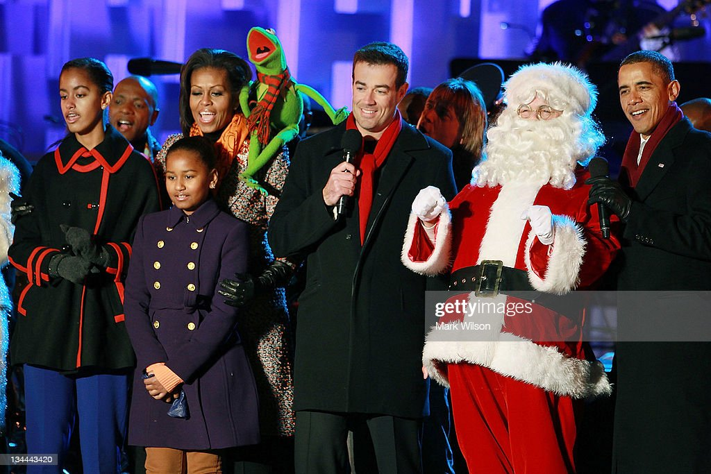 President <a gi-track='captionPersonalityLinkClicked' href=/galleries/search?phrase=Barack+Obama&family=editorial&specificpeople=203260 ng-click='$event.stopPropagation()'>Barack Obama</a> (R), Santa Clause (2nd-R), <a gi-track='captionPersonalityLinkClicked' href=/galleries/search?phrase=Carson+Daly&family=editorial&specificpeople=202941 ng-click='$event.stopPropagation()'>Carson Daly</a> (C), Kermit the Frog, first lady <a gi-track='captionPersonalityLinkClicked' href=/galleries/search?phrase=Michelle+Obama&family=editorial&specificpeople=2528864 ng-click='$event.stopPropagation()'>Michelle Obama</a>, and daughters, Sasha and Malia, sing a song during the National Christmas Tree light ceremony on December 1, 2011 at the Ellipse, south of the White House, in Washington, DC. The first family participated in the 89th annual National Christmas Tree Lighting Ceremony.