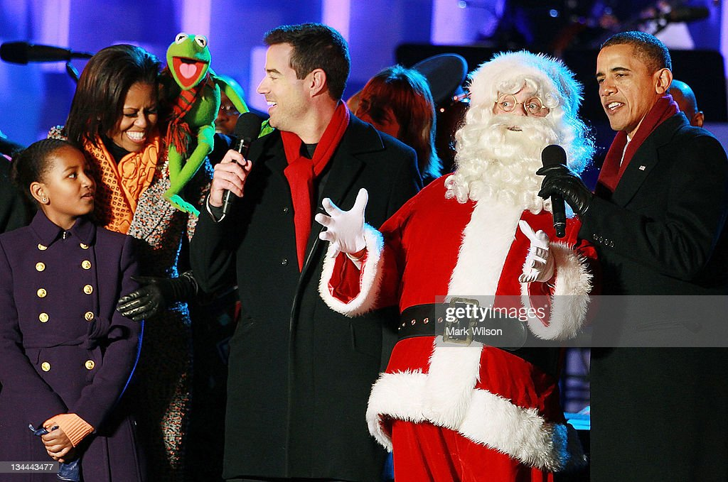 U.S. President <a gi-track='captionPersonalityLinkClicked' href=/galleries/search?phrase=Barack+Obama&family=editorial&specificpeople=203260 ng-click='$event.stopPropagation()'>Barack Obama</a> (R), Santa Clause (2nd-R), <a gi-track='captionPersonalityLinkClicked' href=/galleries/search?phrase=Carson+Daly&family=editorial&specificpeople=202941 ng-click='$event.stopPropagation()'>Carson Daly</a> (C), Kermit the Frog, first lady <a gi-track='captionPersonalityLinkClicked' href=/galleries/search?phrase=Michelle+Obama&family=editorial&specificpeople=2528864 ng-click='$event.stopPropagation()'>Michelle Obama</a>, and daughter Sasha, sing a song during the National Christmas Tree light ceremony on December 1, 2011 at the Ellipse, south of the White House, in Washington, DC. The first family participated in the 89th annual National Christmas Tree Lighting Ceremony.