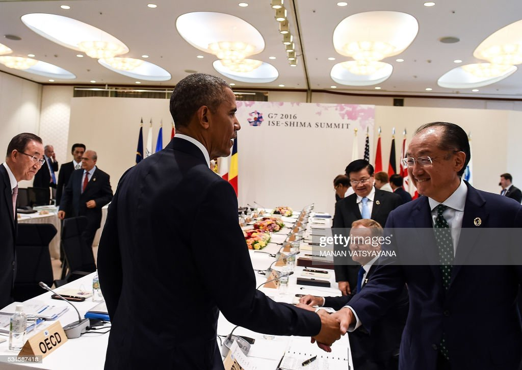 US President Barack Obama shakes hand with World Bank President Jim Yong Kim as he arrives to attend the Outreach Session of the 2016 Ise-Shima G7 summit in Shima in Mie prefecture on May 27, 2016. Leaders from the Group of Seven advanced democracies met with representatives of emerging and developing countries in Asia and Africa. The so-called outreach programme involves Chad, Indonesia, Sri Lanka, Bangladesh, Papua New Guinea, Vietnam and Laos. / AFP / POOL / Richard BROOKS