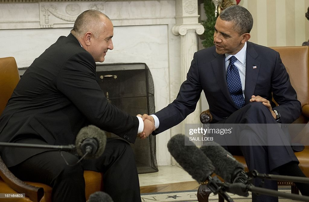 US President Barack Obama shakes hands with Bulgarian Prime Minister Boyko Borisov (L) during meetings in the Oval Office of the White House in Washington, DC, on December 3, 2012. AFP PHOTO / Saul LOEB