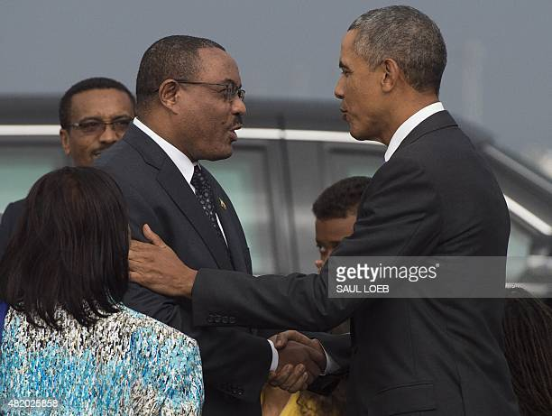 US President Barack Obama shakes hands with Ethiopian Prime Minister Hailemariam Desalegn upon his arrival on Air Force One upon at Bole...