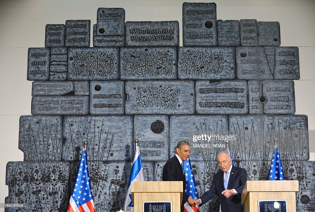 US President Barack Obama (L) shakes hands with Israeli President Shimon Peres following a biteral meeting and joint press conference at Peres' residence in Jerusalem on March 20, 2013. Obama arrived in Israel for the first time as president, vowing an 'eternal' alliance with the Jewish state as it faces Iran's nuclear threat and perilous change in the Middle East. AFP PHOTO/Mandel NGAN