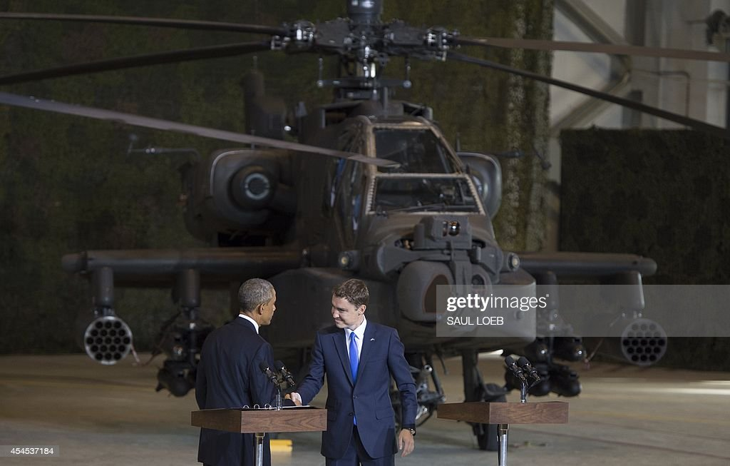 US President Barack Obama (L) shakes hands with Prime Minister Taavi Roivas of Estonia after speaking to US and Estonian members of the military at a hangar at Tallinn Airport in Tallinn, Estonia, September 3, 2014. US President Barack Obama underscored Washington's commitment to the security of NATO allies, announcing additional US planes to police the skies over Europe's eastern flank bordering Russia.