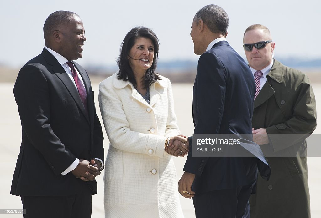 US President <a gi-track='captionPersonalityLinkClicked' href=/galleries/search?phrase=Barack+Obama&family=editorial&specificpeople=203260 ng-click='$event.stopPropagation()'>Barack Obama</a> shakes hands with South Carolina Governor <a gi-track='captionPersonalityLinkClicked' href=/galleries/search?phrase=Nikki+Haley+-+Governatore&family=editorial&specificpeople=6974701 ng-click='$event.stopPropagation()'>Nikki Haley</a> (C) alongside Mayor Steve Benjamin (L) of Columbia, after arriving on Air Force One at Columbia Metropolitan Airport in Columbia, South Carolina, March 6, 2015. Obama is traveling to hold a town hall meeting at Benedict College.