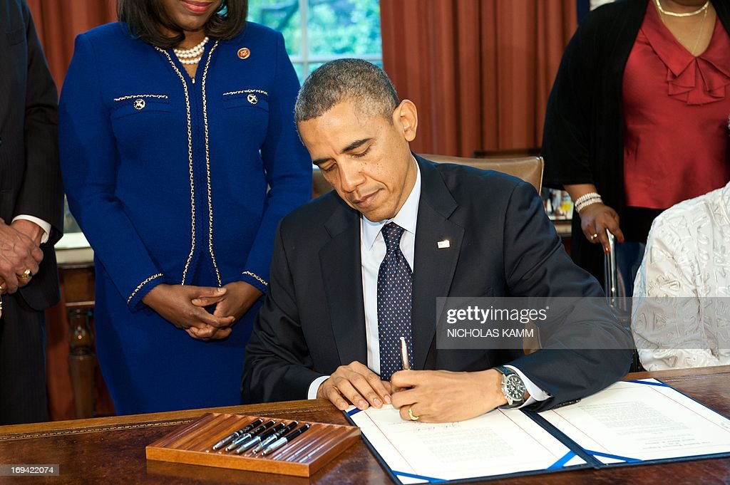 us president barack obama signs the congressional gold medal bill honoring mae collins denise mcnair carole robertson and cynthia wesley on may 24 barak obama oval office golds