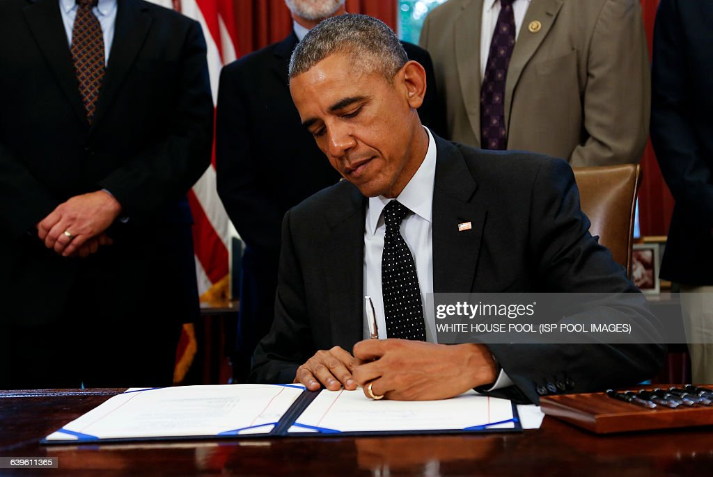 US President Barack Obama signs the HR 1138 Sawtooth National Recreation Area and Jerry Peak Wilderness Additions Act in the Oval Office of the White...