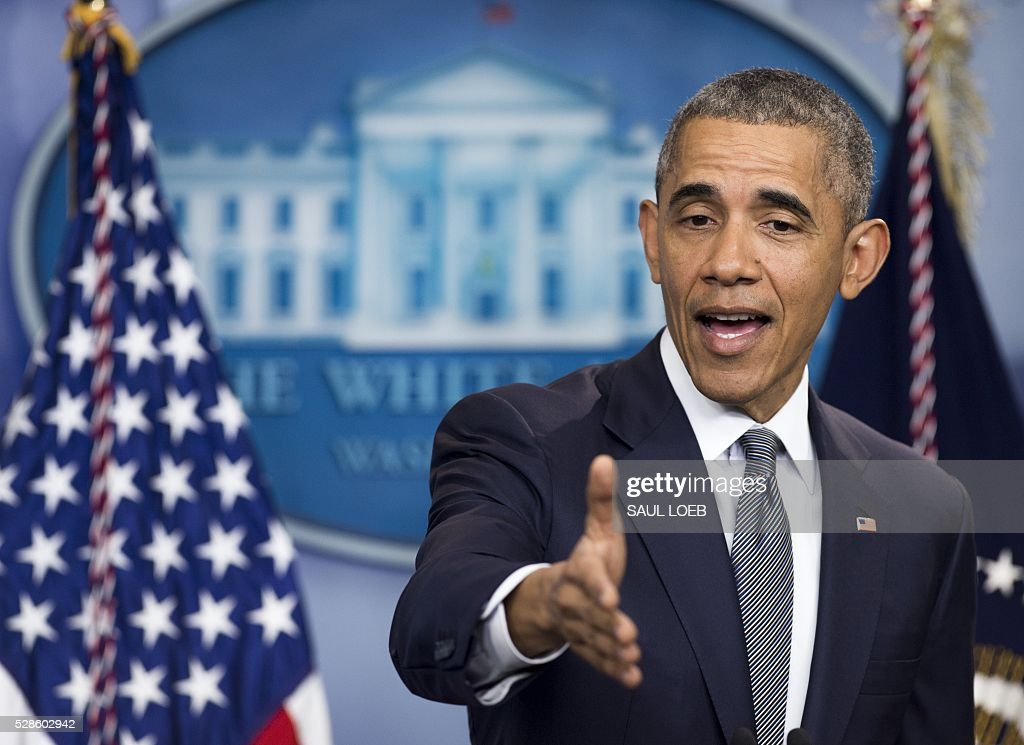 US President Barack Obama speaks about the economy and answers questions in the Brady Press Briefing Room at the White House in Washington, DC, on May 6, 2016. / AFP / SAUL