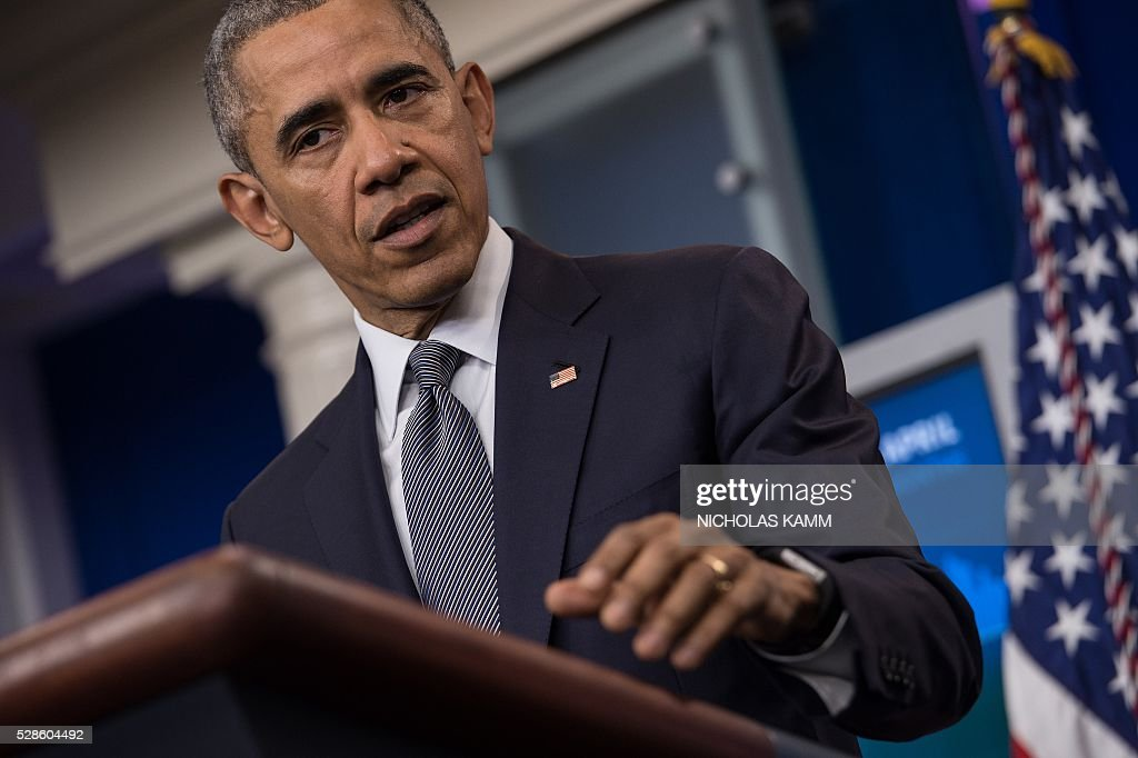 US President Barack Obama speaks about the economy and answers questions in the Brady Press Briefing Room at the White House in Washington, DC, on May 6, 2016. / AFP / NICHOLAS