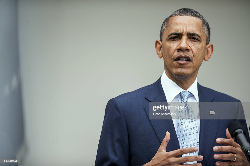 U.S. President <a gi-track='captionPersonalityLinkClicked' href=/galleries/search?phrase=Barack+Obama&family=editorial&specificpeople=203260 ng-click='$event.stopPropagation()'>Barack Obama</a> (C) speaks about the oil markets in the Rose Garden of the White House on April 17, 2012 in Washington, DC. Obama announced a plan to increase oversight and crack down on manipulation of the oil markets.