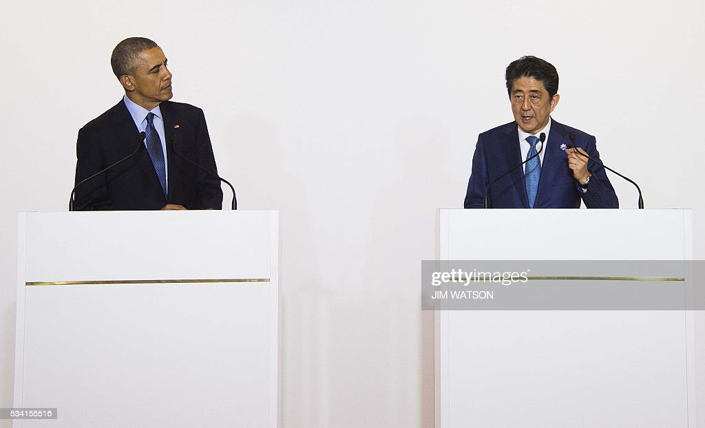 US President Barack Obama(L) speaks after a bilateral meeting with Japanese Prime Minister Shinzo Abe during the Group of Seven (G7) summit meetings in Shima on May 25, 2016. / AFP / JIM