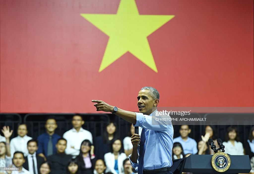 US President Barack Obama speaks at a Young Southeast Asian Leaders Initiative town hall event in Ho Chi Minh City on May 25, 2016. Obama fielded questions on May 25 on everything from rap and weed smoking to leadership and his good looks at a lively town hall-style meeting with young Vietnamese, who say the US leader is a far cry from their staid Communist rulers. / AFP / CHRISTOPHE